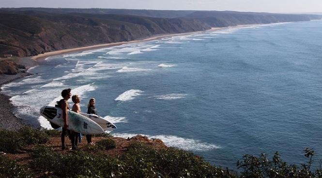 Surfers-in-Sagres